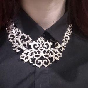 Jewelry - NEW Silver statement trendy necklace bib
